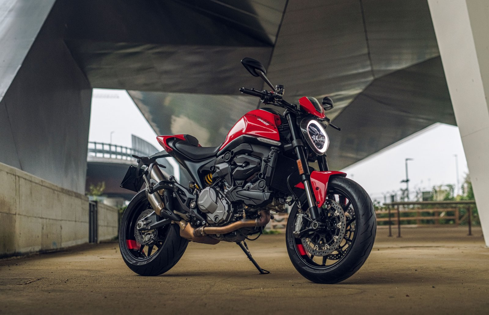 120220-2021_ducati_monster_plus_ambience_17__uc214578_high.jpg