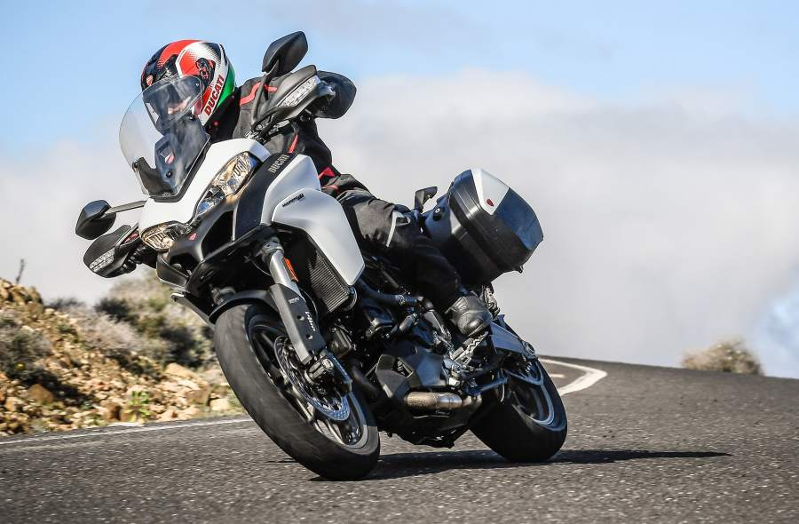 MULTISTRADA 950 TOURING PACK ACTION_38_UC31814_Mid (1).jpg