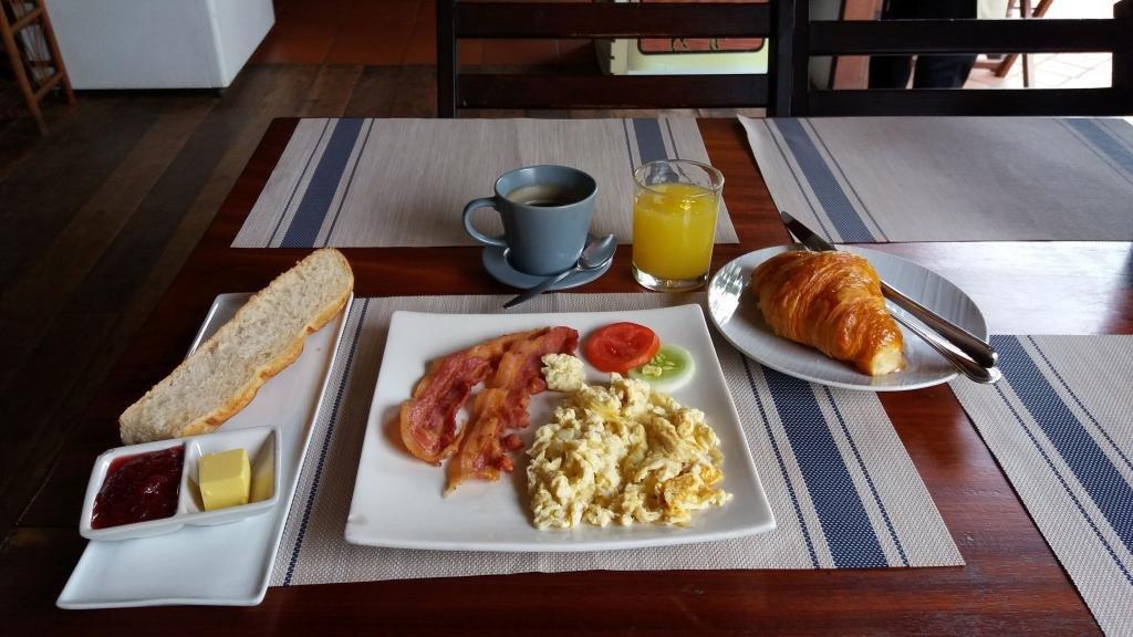 Le Banneton Breakfast.jpg