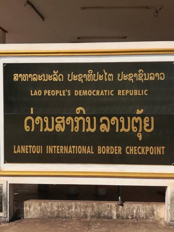 Lantoui Border crossing 2.jpg